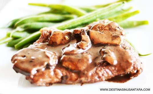 Usalan kuliner terbaru tentang menu, harga, lokasi dan resep cara pengolahan Sirloin Steak with Mushroom Sauce di Harris Hotels & Conventions.