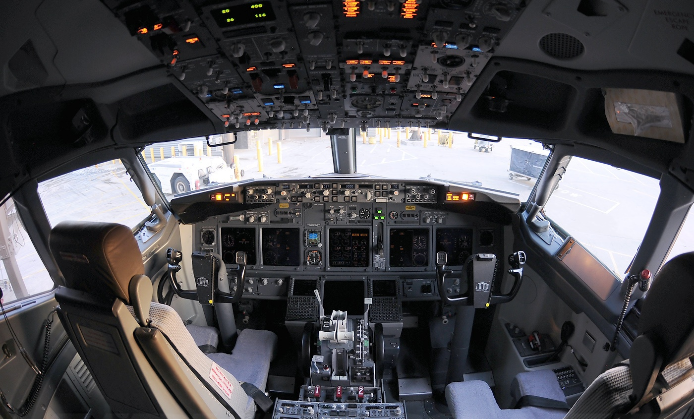 Boeing 777 Wallpaper Hd Cockpit Of Boeing 737 900 Aircraft Wallpaper 3311