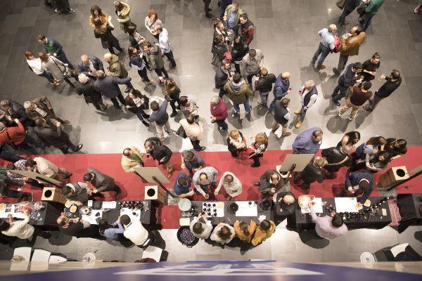 Casi un millar de personas comparte con Bodegas Familiares de Rioja la añada 2017