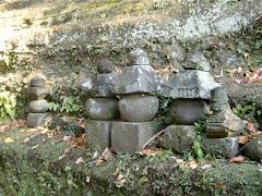 御霊神社の供養塔