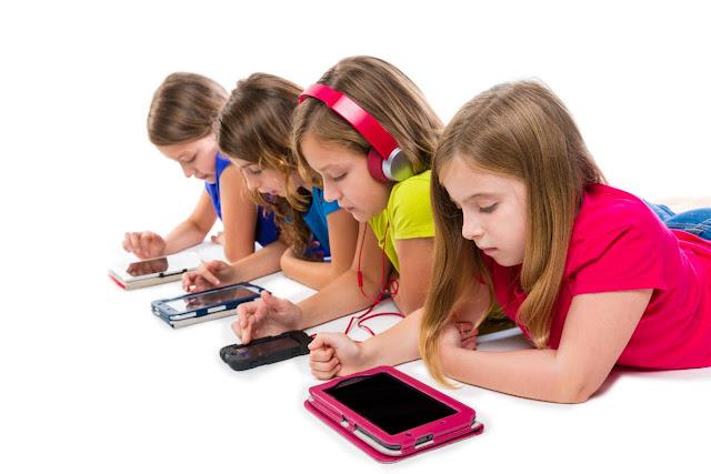 Facebook nu este locul ideeal pentru copii iar experti in dezvoltarea acestora vor sa faca ceva in acest sens