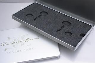 Elegante Metalldose in Brief DIN Format mit Logodrcuck und Schaumstoffeinlage