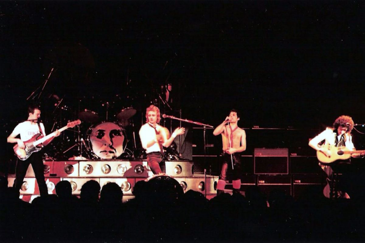Amazing Photos Of Queen Live At The Hammersmith Odeon In