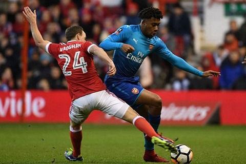 Iwobi thi đấu rất tệ, góp phần khiến Arsenal thua 2-4