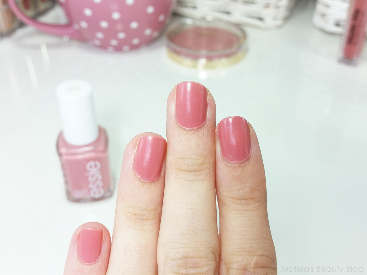 Essie Eternal Optimist - Mateja\'s Beauty Blog