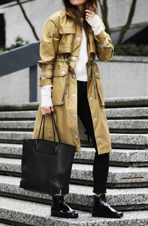 fashion trends / parka + white top + bag + boots + black pants