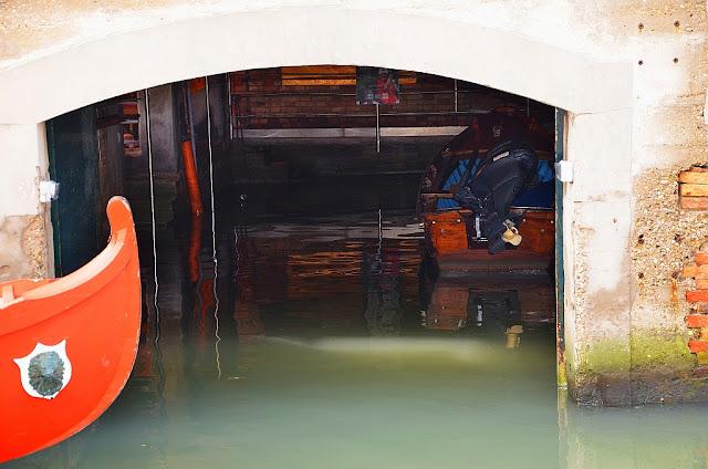 Benátská garáž pro lodě, zvaná cavane