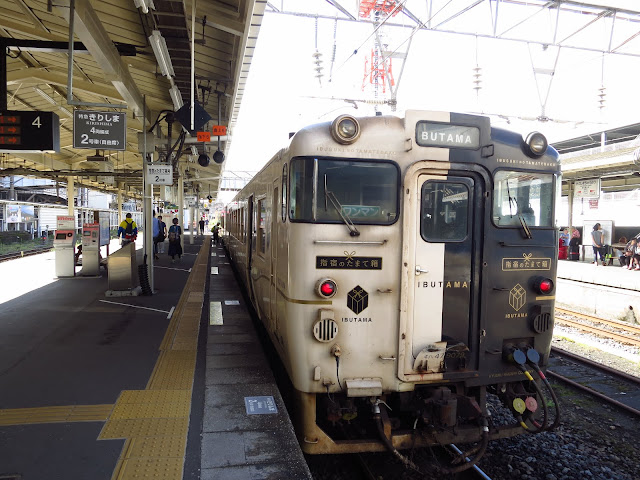 Kyushu Ibusuki Tamatebako scenic train. Tokyo Consult. TokyoConsult.