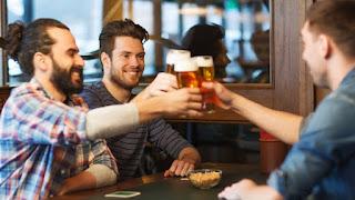 Έζησε το όνειρο κάθε άντρα: Έπινε μπίρες με τους κολλητούς του, όσο κέρδιζε 1 εκατομμύριο στο στοίχημα!
