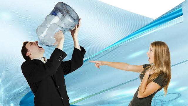 Почему не нужно пить 2 литра воды в день