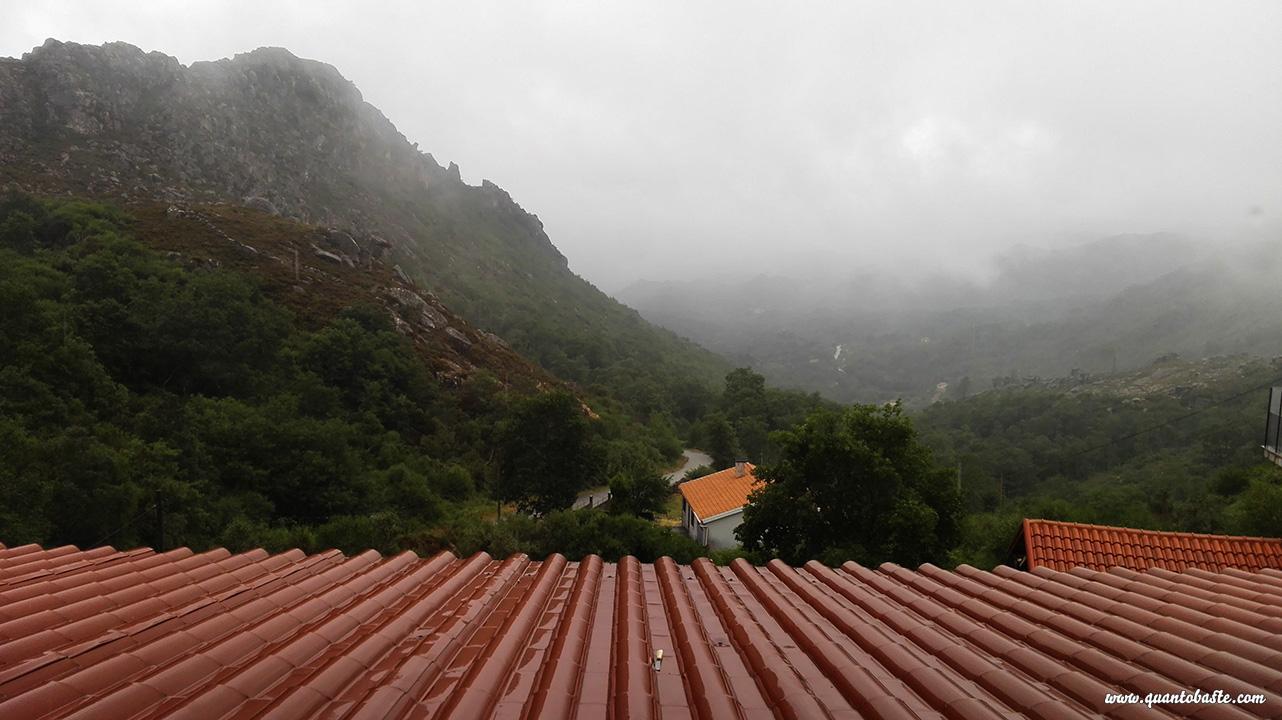 Vista do Quarto para o Castelo e Tartaruga - Castro Laboreiro - Parque Nacional Peneda- Gerês