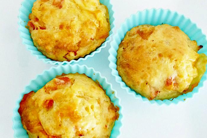 Tomatenmuffins mit Mozzarella