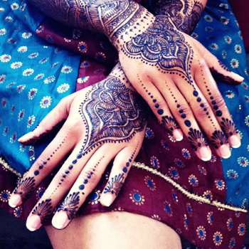 Jazzy Mehndi Designs For Hands