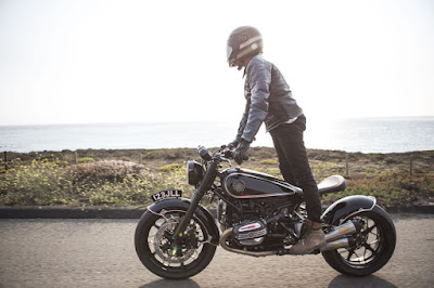 BMW R Nine T Bobber Action