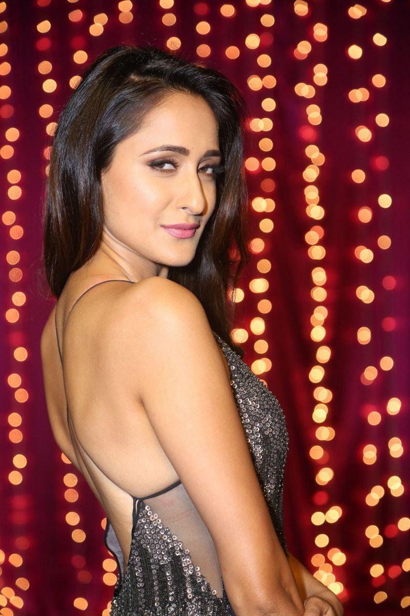 Actress PragyaJaiswal Latest HD Images