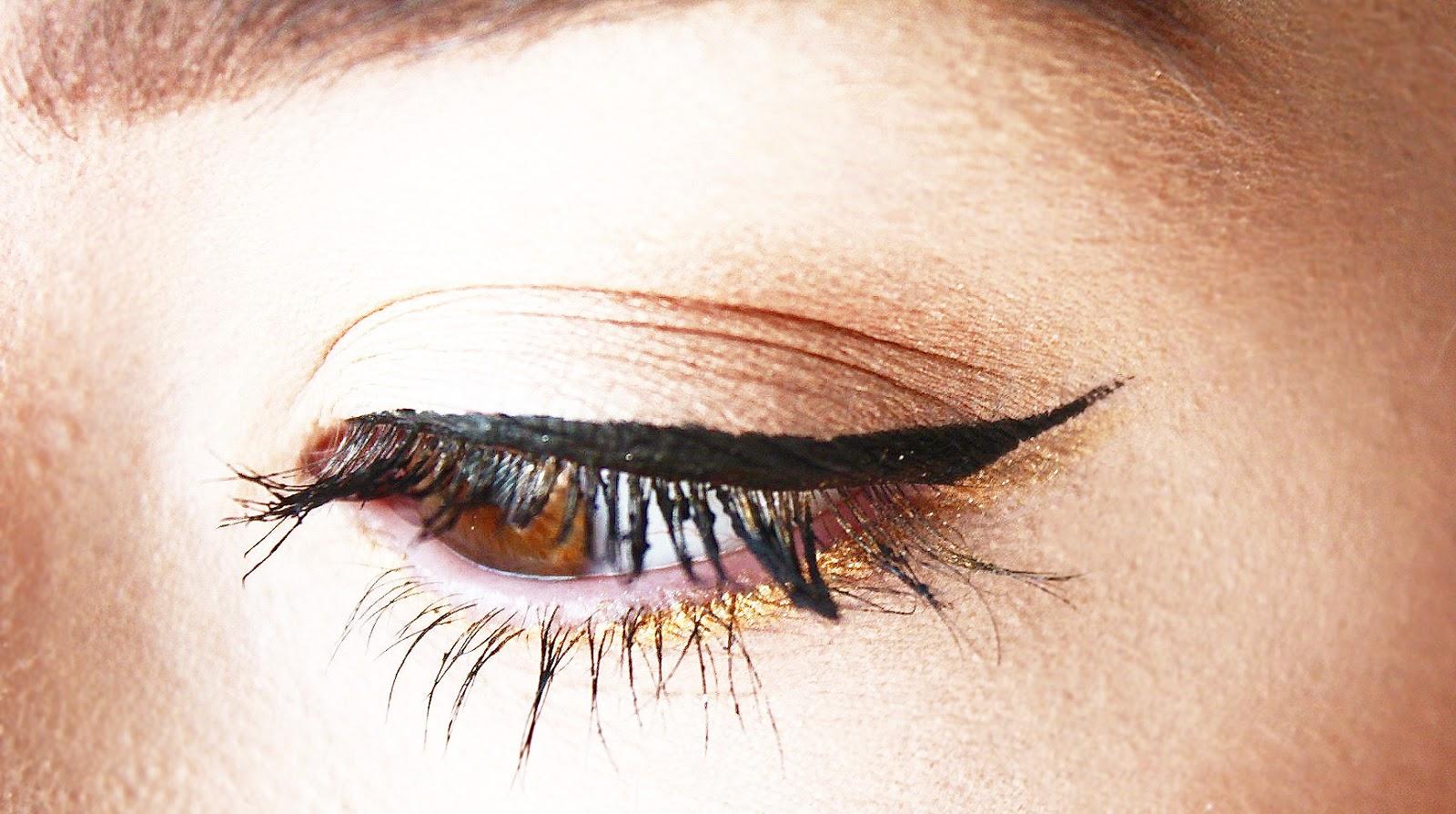 medium resolution of zoeva graphic eyes eyeliner swatch