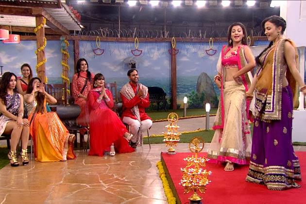 Housemates enjoying the performance of Elli and Gauhar