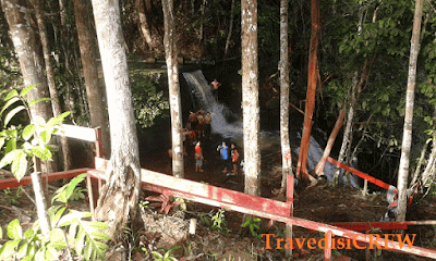 Kumpulan air terjun di kalbar tentu menambah manis destinasi wisata alam borneo, Riam Saputih Merambang kab sekadau menyajikan keindahan pesona hutan asri