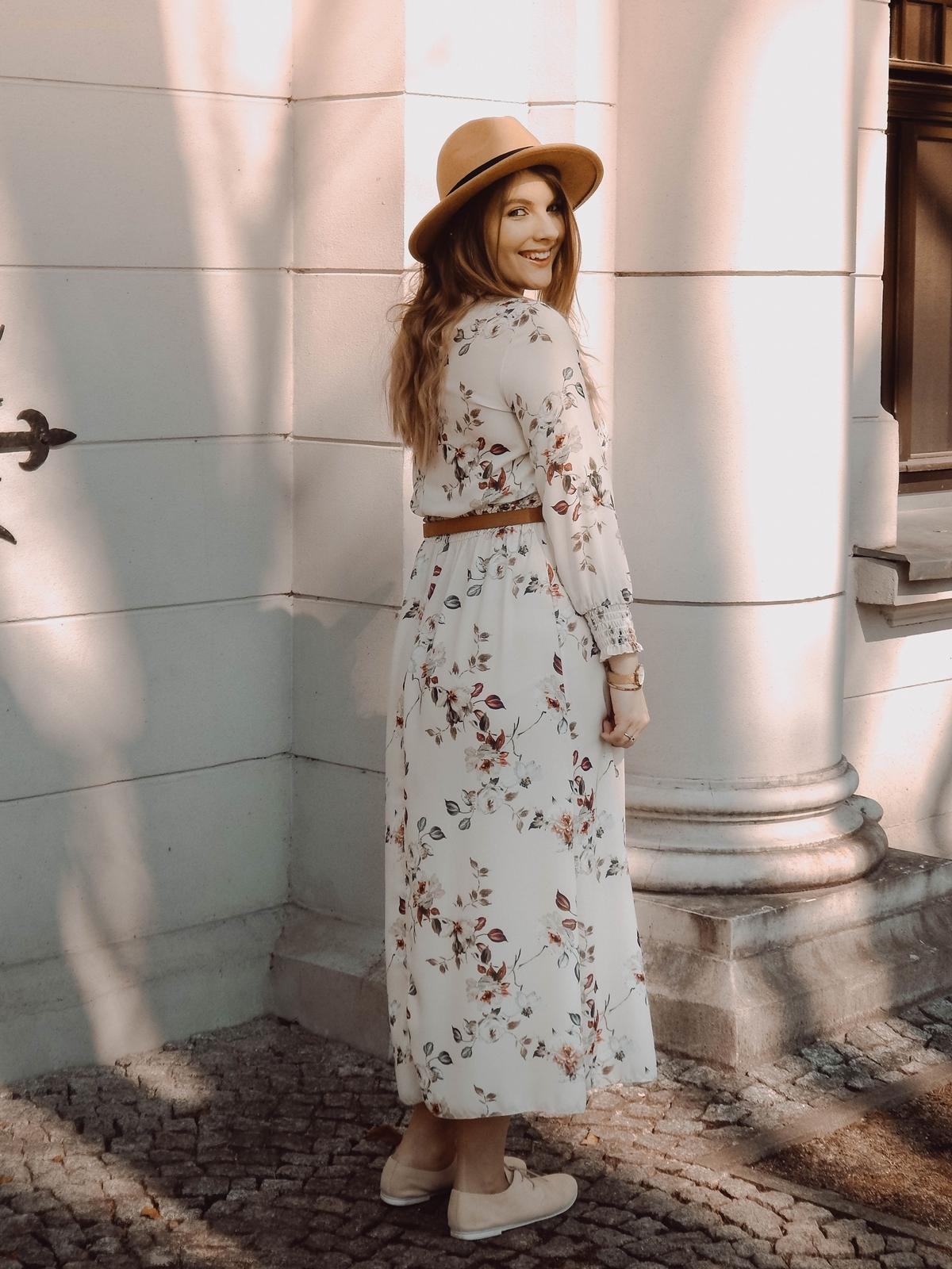14 boho jasna sukienka na wesele kwiaty pomysły na stylizacje dodatki idealne na lato