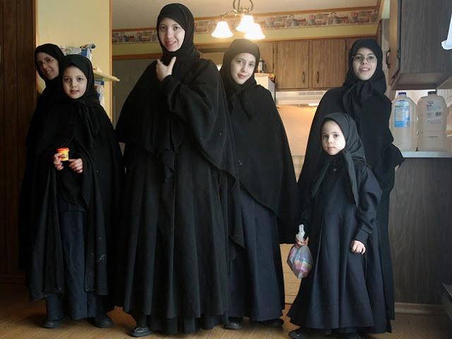 Photo-photo Ini Menunjukkan Bahwa Menutup Aurat Merupakan Kewajiban Semua Agama Samawi