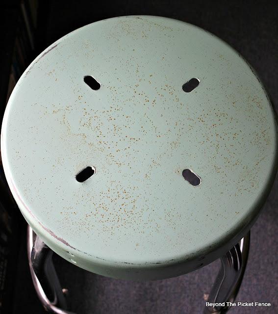 farmhouse, stool, vintage, rust, minwax, Polyacrylic, http://bec4-beyondthepicketfence.blogspot.com/2016/05/vintage-farmhouse-stool.html