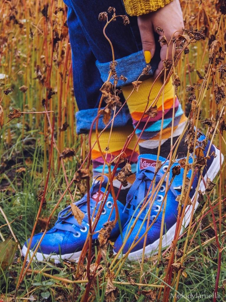 8 ogrodniczki jak dobrać do sylwetki hit czy kit gdzie kupić ogrodniczki jak nosić ogrodniczki pomysł na stylizację z ogrodniczkami jak ubierać się jesienią pomysł na żółty sweter jak nosić kolorowe skarpetki