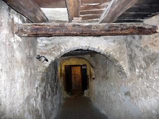 La humilde cueva del santo
