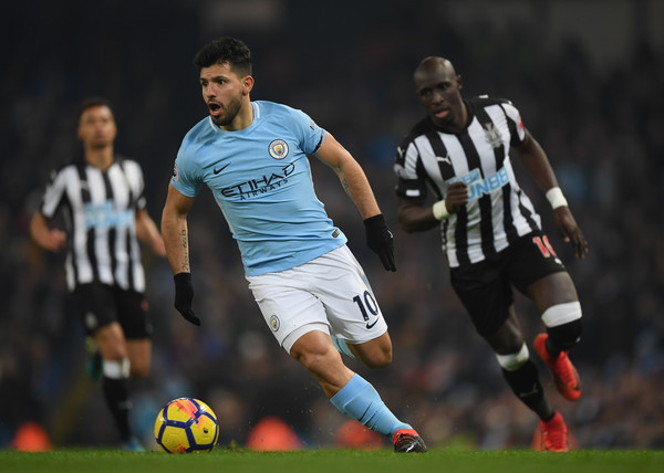Sergio Aguero of Manchester City runs with the ball during the Premier League match between Manchester City and Newcastle United at Etihad Stadium on January 20, 2018 in Manchester, England. (Jan. 19, 2018 - Source: Shaun Botterill/Getty Images Europe)
