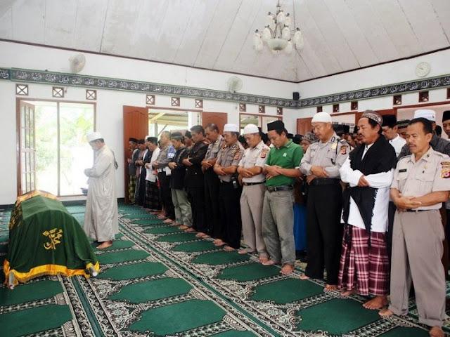 Tata Cara Sholat Mayit Lengkap dengan Bacaannya dan Doa Sesudah Sholat