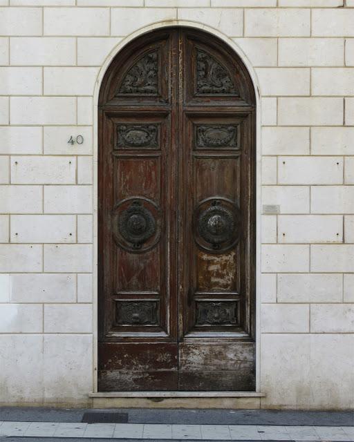 A slightly dilapidated front door, Via Cairoli, Livorno