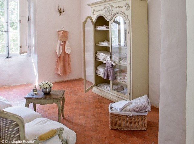 home una mansi n del xviii en el coraz n de la provenza decoraci n. Black Bedroom Furniture Sets. Home Design Ideas