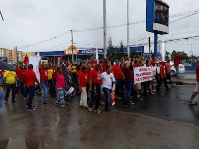 Manifestações pró-Lula são grandes em todo o país e contra praticamente não existe... Confira em Lauro de Freitas