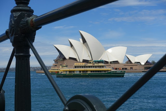SYDNEY, AUSTRALIA:: A Walking Tour of the CBD