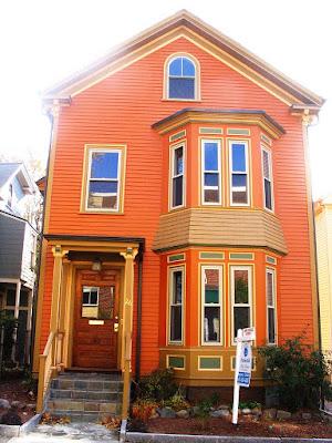 บ้านไม้สองชั้นสีส้ม