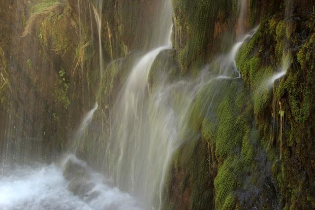 Cortina de agua, cascada hoz de Carboneros