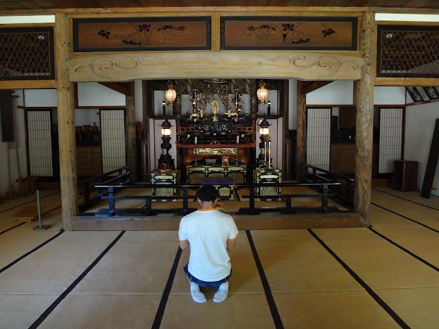 Templo en el museo de la villa histórica de Hokkaido