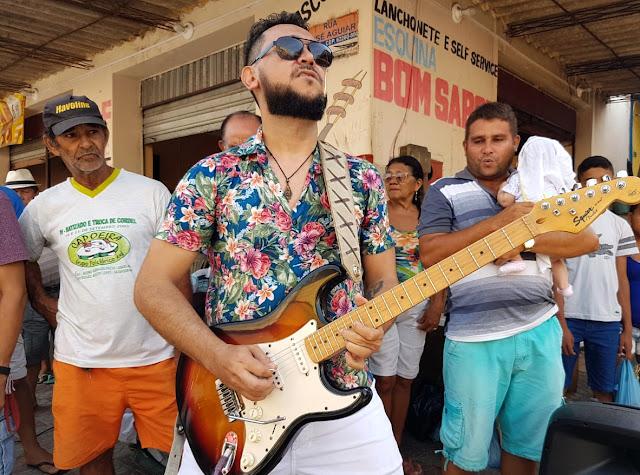 Bimartins se apresentando na feira de Reriutaba-CE