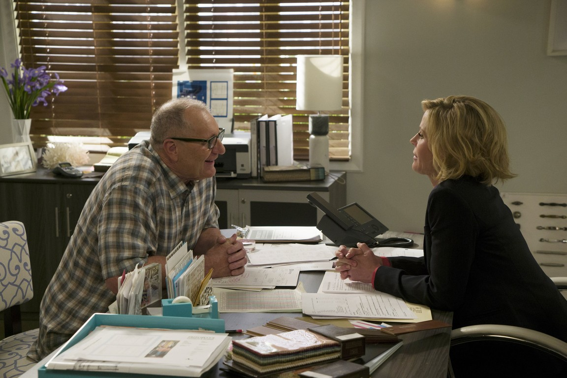 Modern Family - Season 7 Episode 21: Crazy Train online ...