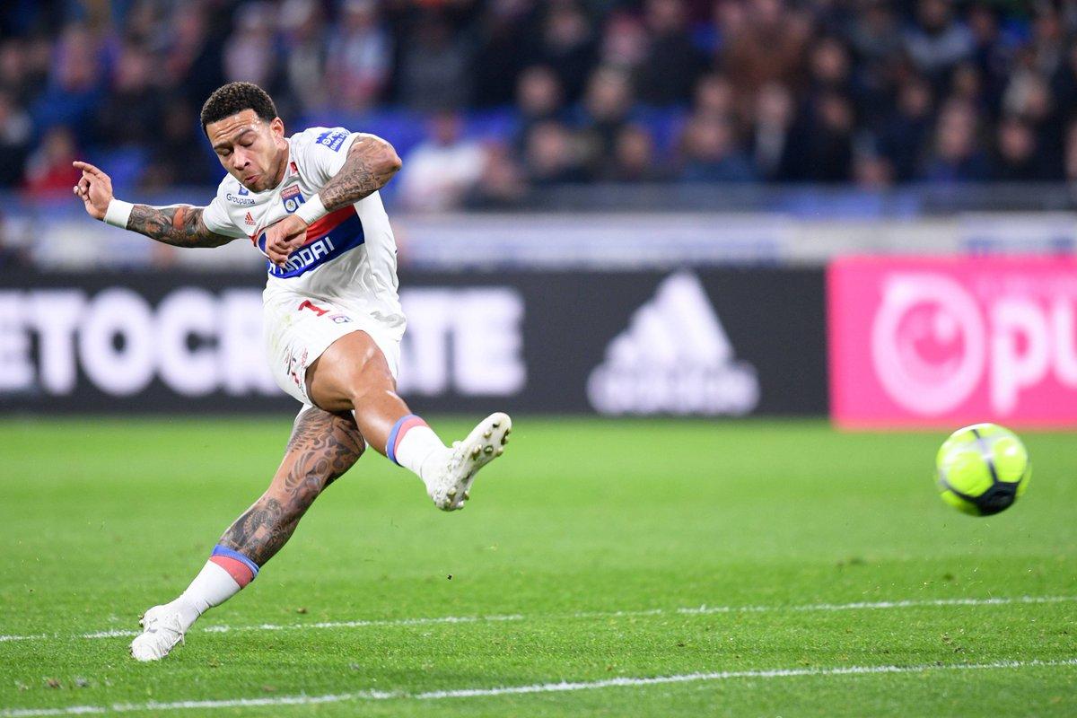 Nhìn lại mùa giải 2017/18 đã diễn ra, Depay đã trở thành ngôi sao sáng giá nhất của câu lạc bộ Lyon.