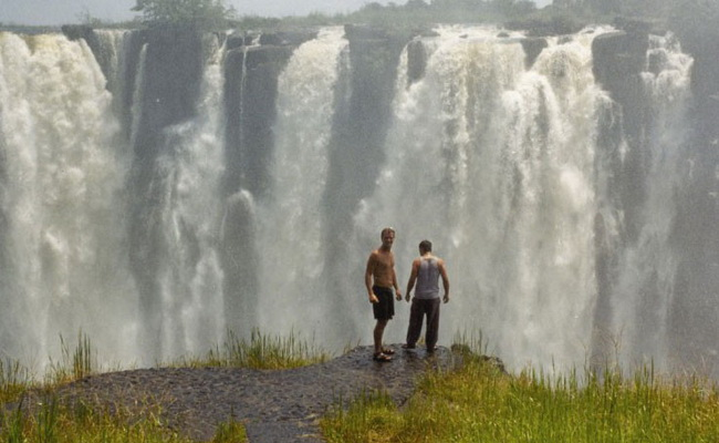 Xvlor.com Victoria Falls or Mosi-oa-Tunya is largest waterfall in the world