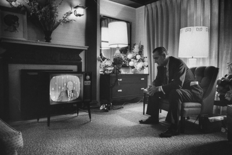 Old Pictures Of People Watching Tv Vintage Everyday