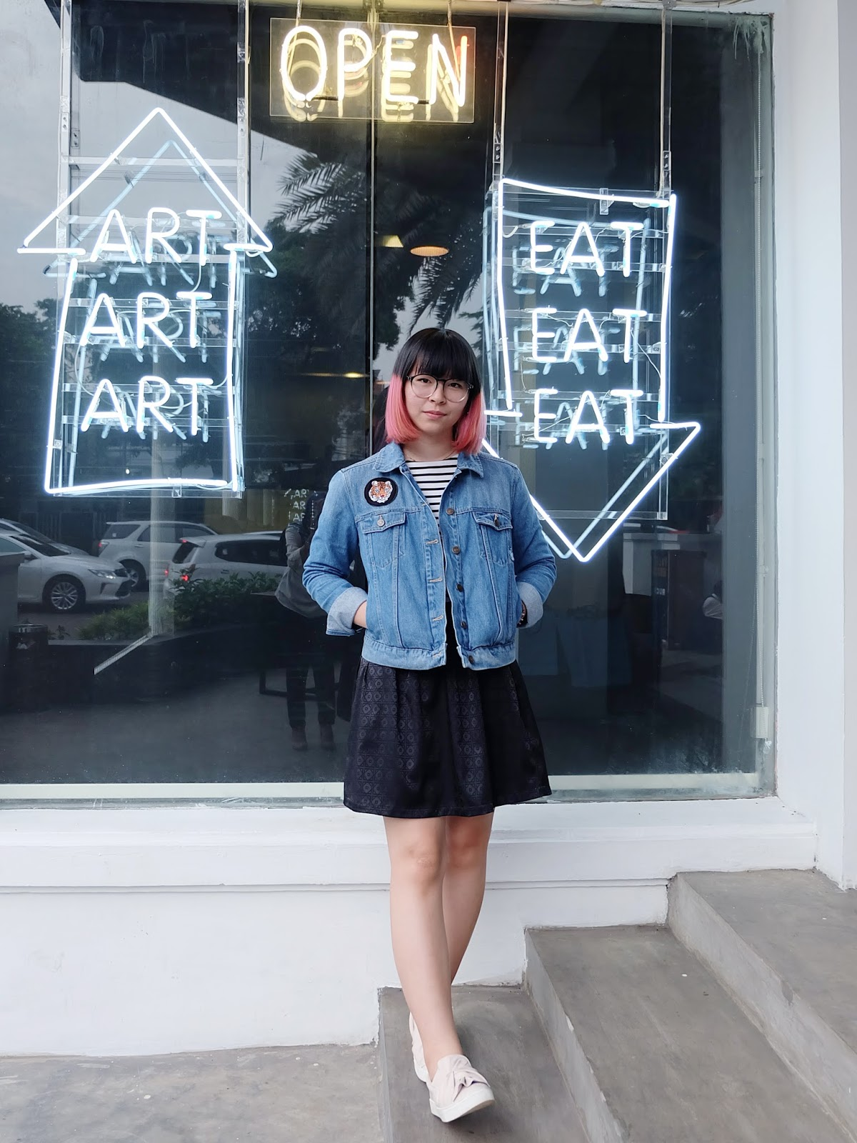 art, eat, stripes, and denim outfit | bigdreamerblog.com