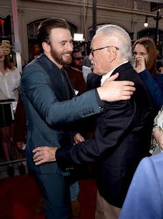 """A morte de Stan Lee pegou muita gente de surpresa, diversas personalidades estão homenageando esse ícone do entretenimento, e o """"Capitão America"""" foi uma delas."""