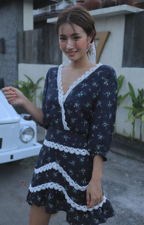 [Stylenanda] Scalloped Lace Trim Self-Tie Back Dress
