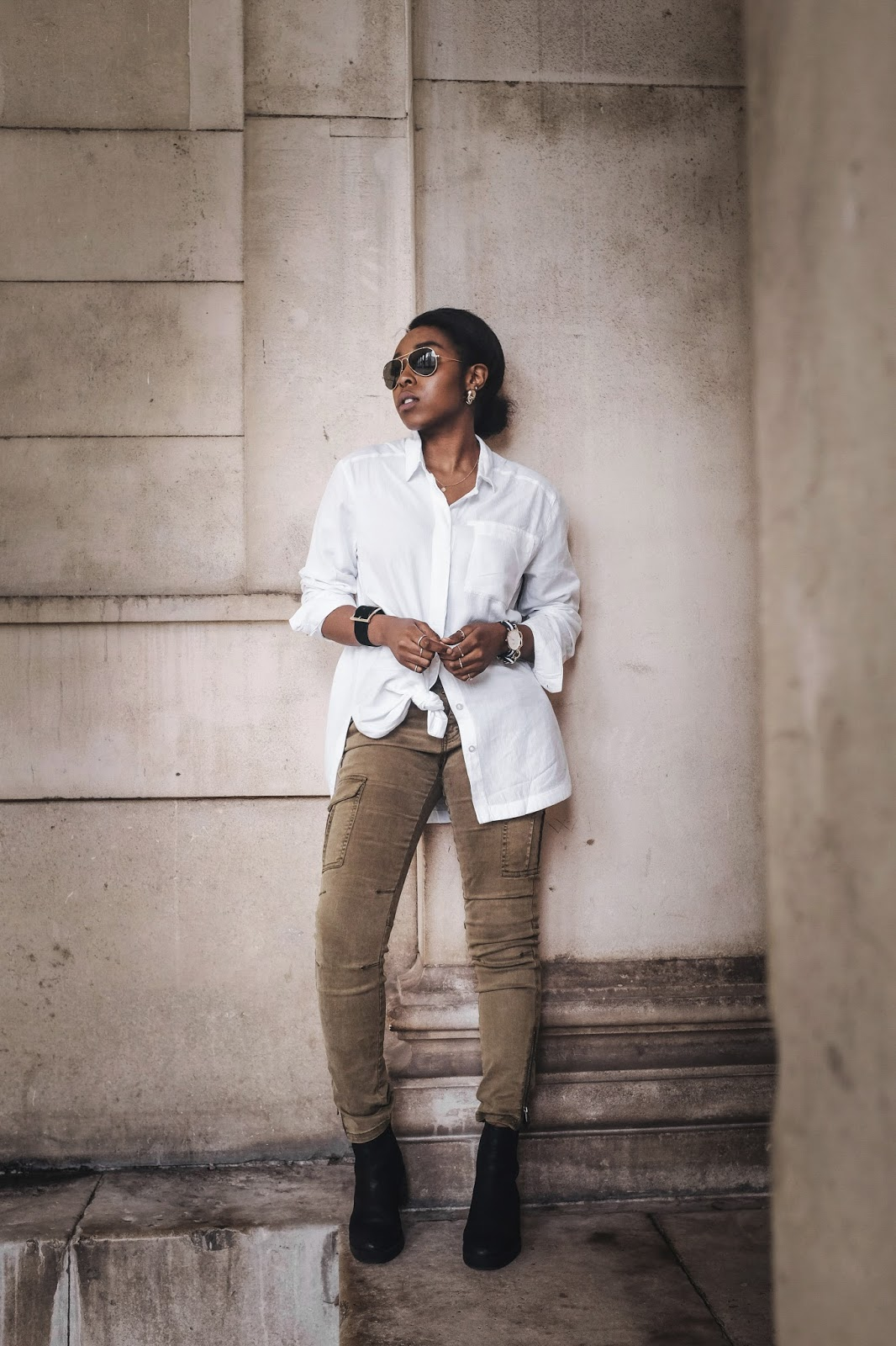 UK fashion Blogger 2015 wearing white urban outfitters shirt khaki cargo trousers and asos chelsea boots