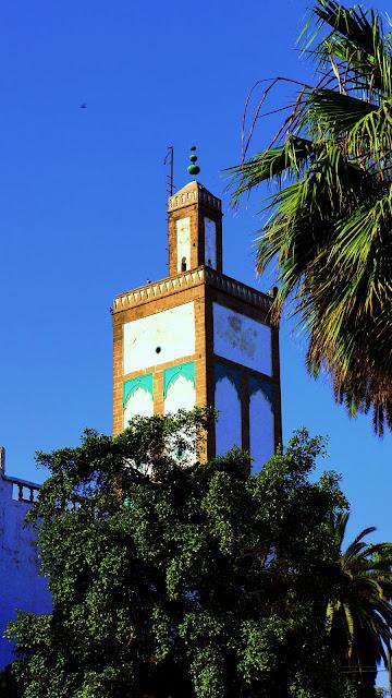 Изображение минарета мечети Ould el-Hamra в Касабланке, Марокко