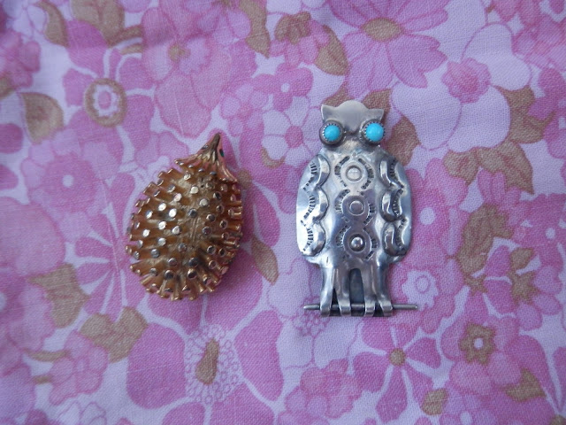 Charity shopping - the one with the Weasley blanket, retro Christmas decorations, animal brooches and salad spinner! From UK charity shop blogger secondhandsusie.blogspot.com #charityshopping #charityshopblogger #secondhandstyle #thriftshopping #opshopping