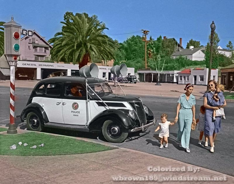 18 Incredible Colorized Photos of American Police Cars From Between ...