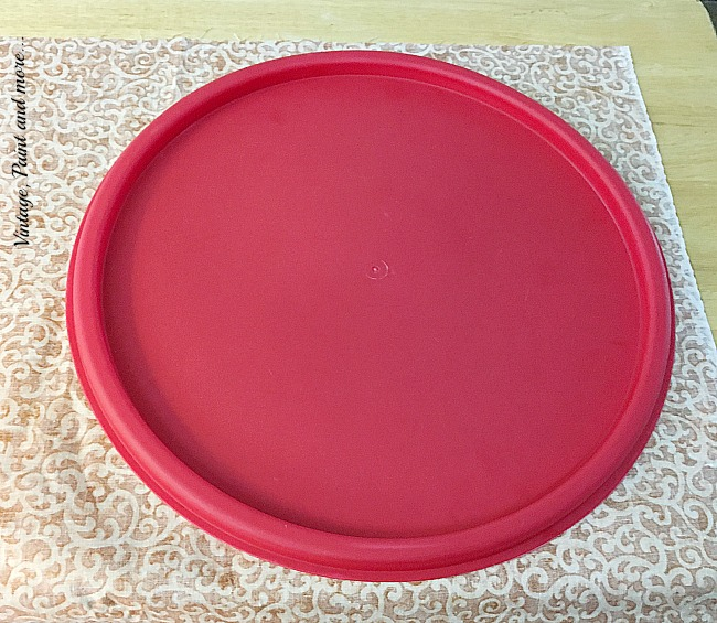 Vintage, Paint and more... using a lid as a pattern to make a circle