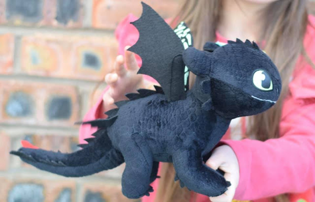 Toothless from HTTYD toy - Review